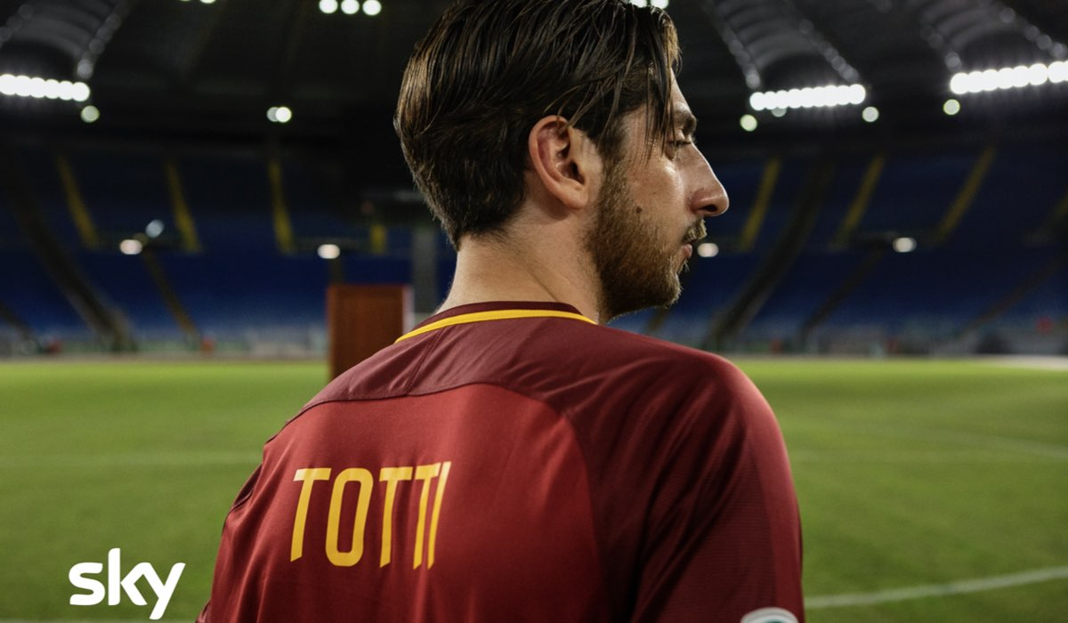 Sky Studios Italia: Pietro Castellitto nei panni di Totti. Ph Credits Fabio Zayed