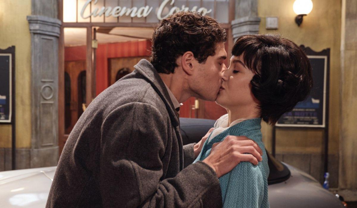 Rocco Amato e Marina Fiore interpretati da Giancarlo Commare e Ludovica Coscione ne Il Paradiso delle Signore, qui in un posato per la stagione 4 o Daily 2 Credits RAI