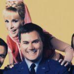 Barbara Eden e Larry Hangman in una foto posata di Strega Per Amore. Credits: Paramount Network.