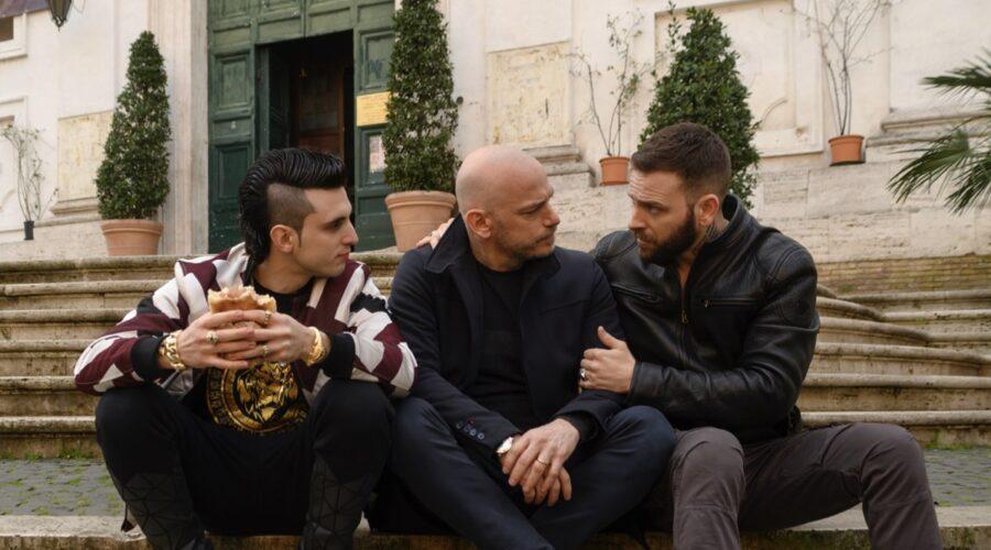 Da sinistra: Giacomo Ferrara, Filippo Nigro e Alessandro Borghi in una scena di Suburra 3. Credits: Netflix.
