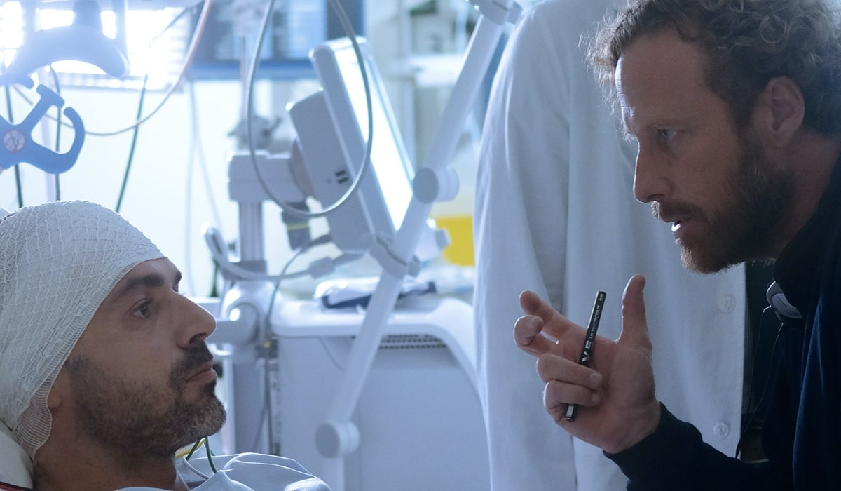 Doc - Nelle tue mani, Andrea Fanti interpretato da Luca Argentero, qui dopo lo sparo Credits RAI