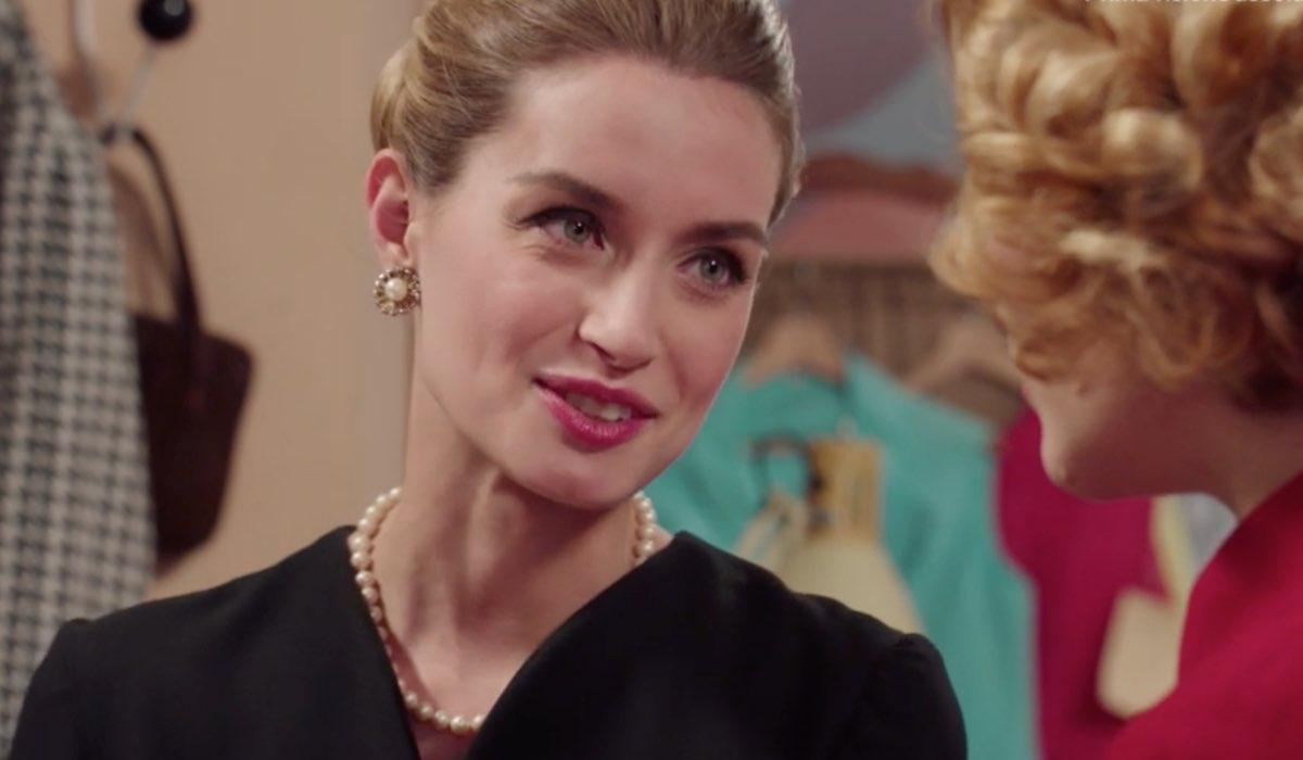 Il Paradiso delle Signore 4 Ludovica Brancia di Montalto interpretata da Giulia Arena mentre parla con Gabriella nella puntata 137 Credits RAI
