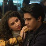 Da sinistra: Marcela Avelina (Flora Mejia) e Amir Bageria (Sid Pakam) nel terzo episodio di Grand Army. Credits: Jasper Savage/Netflix.
