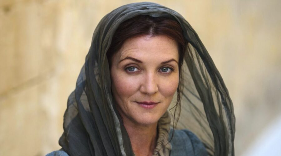 Michelle Fairley nei panni di Catelyn Stark in Game of Thrones credits HBO