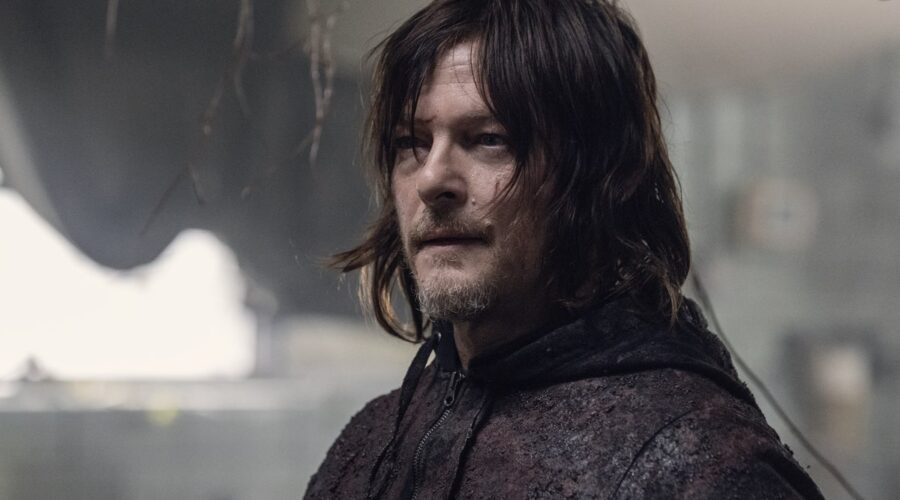 Norman Reedus in una scena di The Walking Dead 10x16
