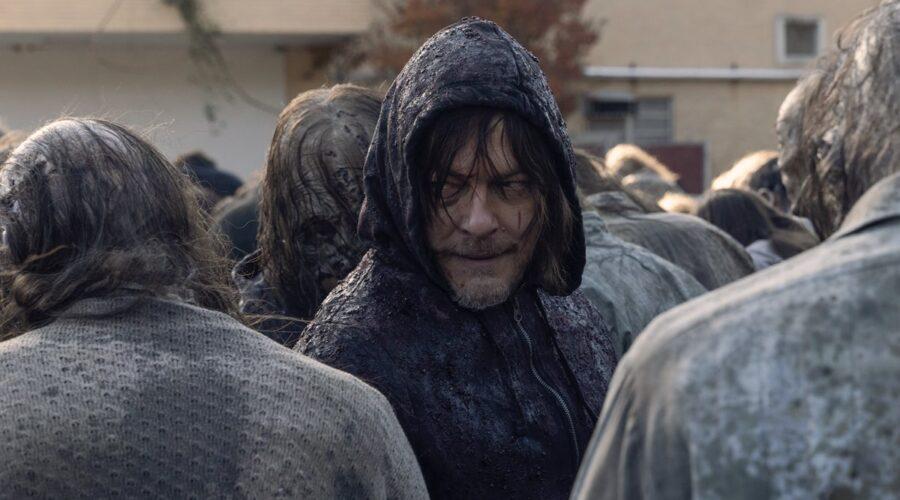 """Norman Reedus nei panni di Daryl in una scena di The Walking Dead 10x16 """"Una Morte Certa"""