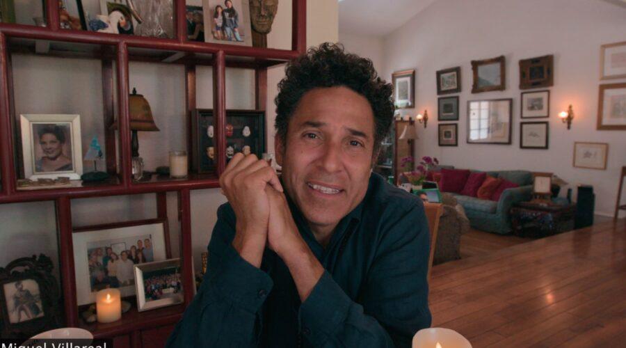 Oscar Nunez è Miguel in Social Distance serie tv Credits Netflix