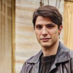 Pietro Masotti interpreta Marcello Barbieri ne Il Paradiso delle Signore, qui in un posato per la stagione 4 o Daily 2 Credits RAI