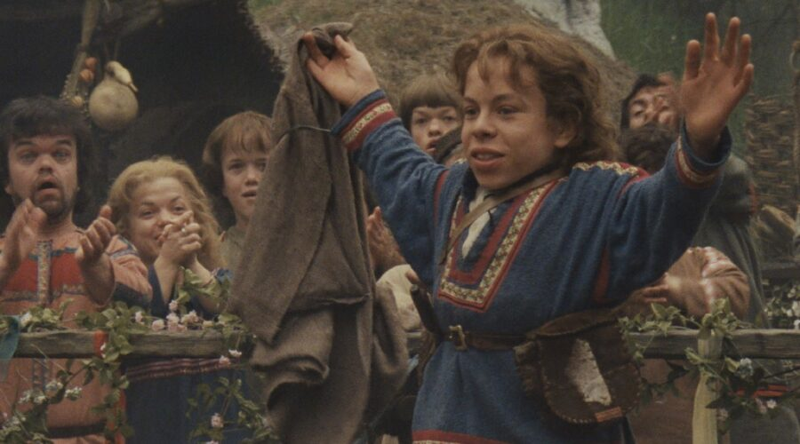 Warwick Davis in un frame del film Willow. Credits: Lucasfilm/Disney Plus