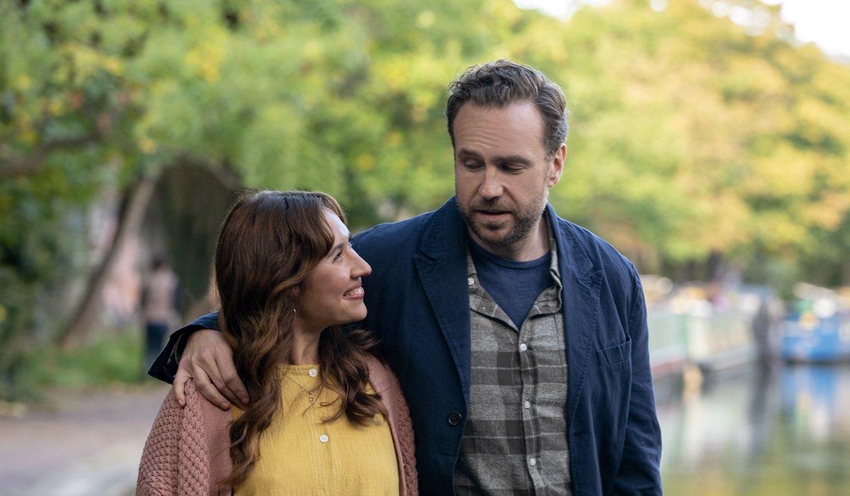 Rafe Spall (Jason) ed Ester Smith (Nikki) In Trying 2 Credits: Apple Tv Plus