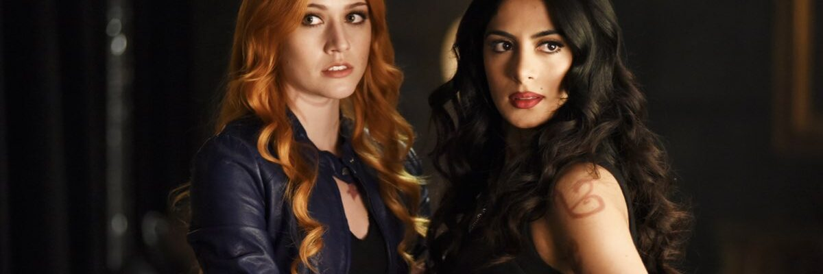 shadowhunters clary e izzie courtesy of everett collection