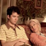 Asa Butterfield e Gillian Anderson sono Otis e Jean in una scena di Sex Education credits Netflix
