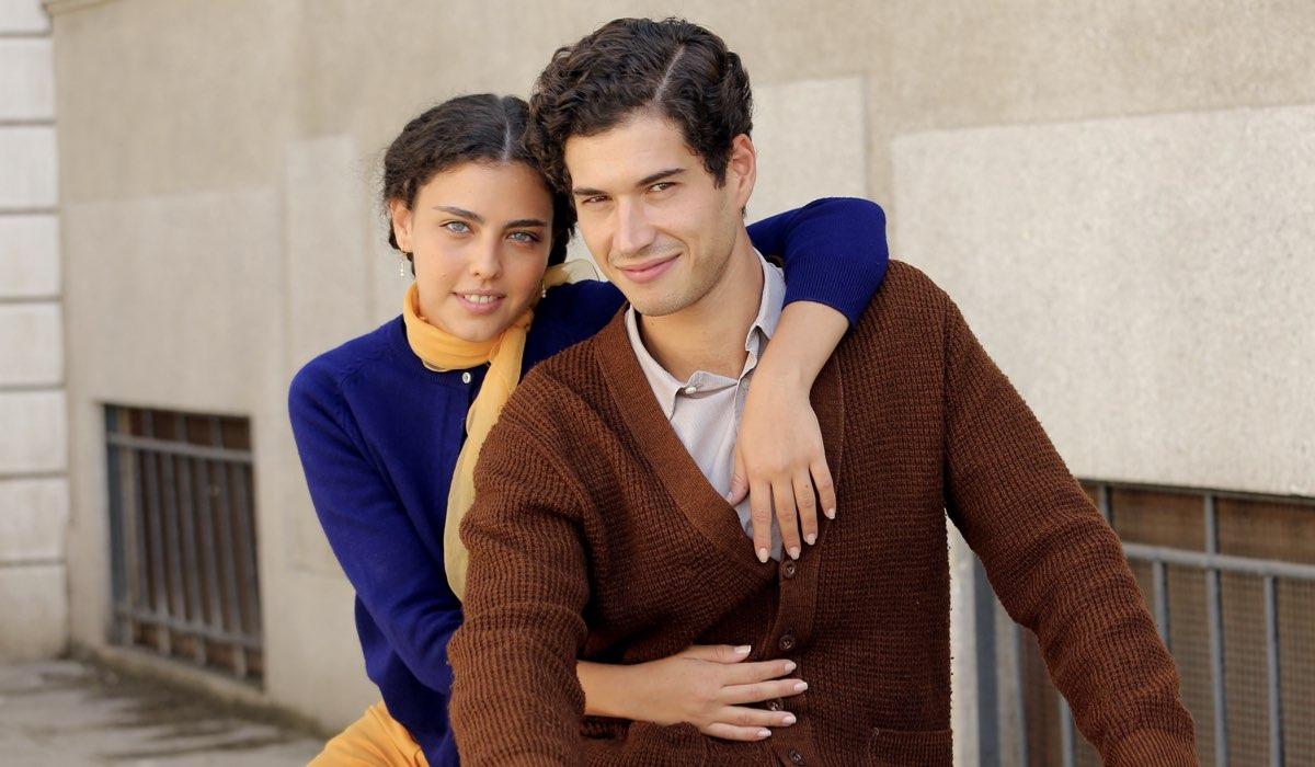 Chiara Russo e Giancarlo Commare interpretano Maria Puglisi e Rocco Amato ne Il Paradiso delle Signore Daily, qui in un posato per la stagione 4 Credits P. Bruni e RAI