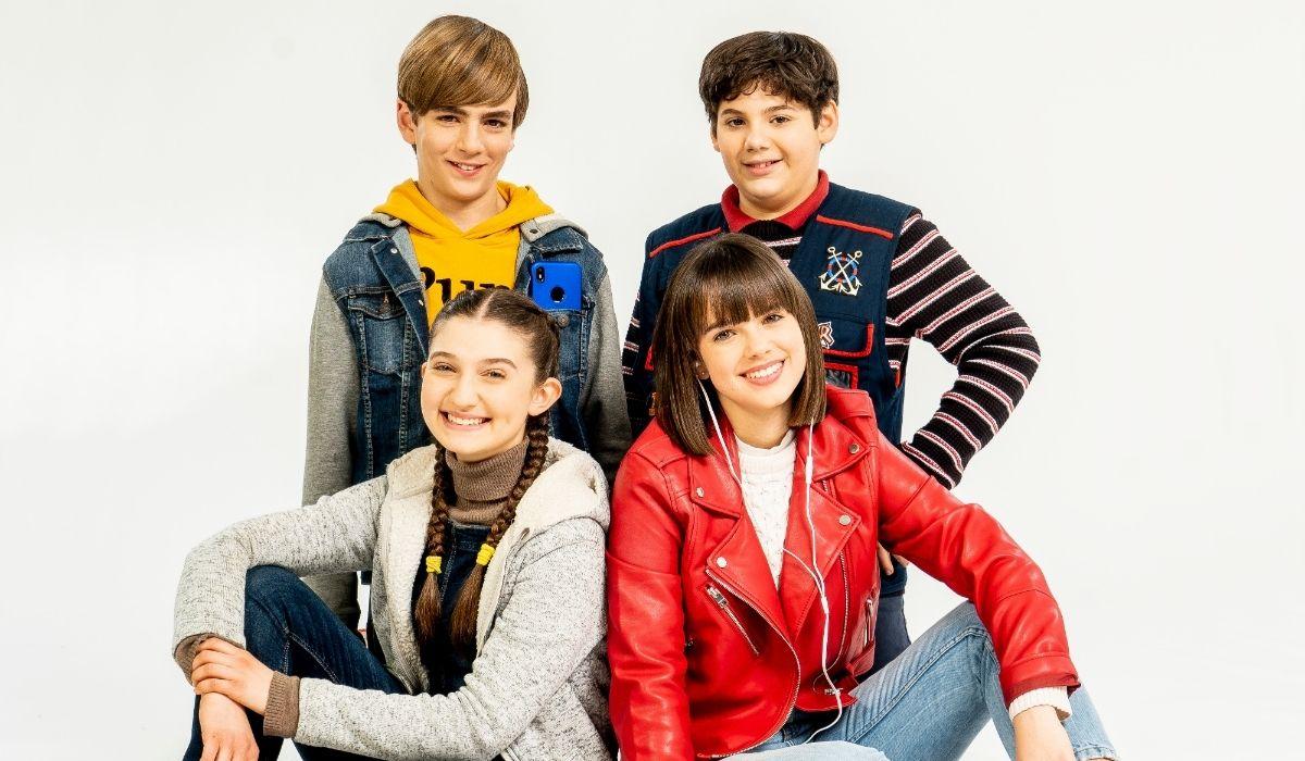 Da sinistra Margherita Rebeggiani, Fabio Bizzarro, Lucrezia Santi e Mario Luciani sono i protagonisti de I Cavalieri di Castelcorvo, Credits Disney Italia