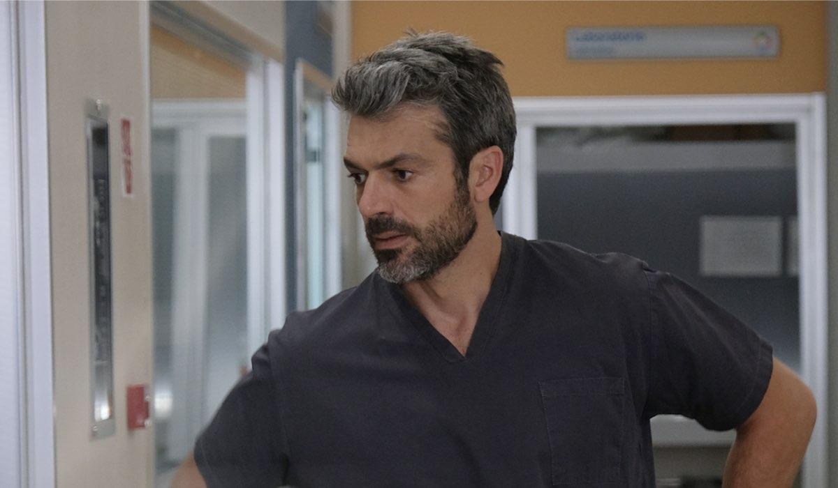 Doc - Nelle tue mani Luca Argentero nei panni di Andrea Fanti, qui in una scena in ospedale Credits RAI