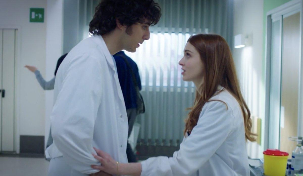 Doc - Nelle tue mani Riccardo Bonvegna interpretato da Pierpaolo Spollon e Alba Patrizi interpretata da Silvia Mazzieri, qui nell'episodio 15 Credits RAI