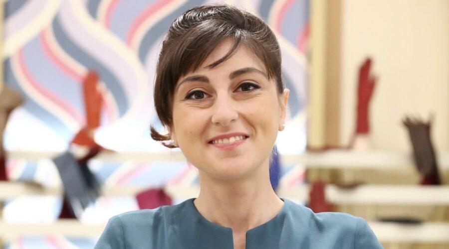 Elisa Cheli interpreta la venere Paola Galletti ne Il Paradiso delle Signore, qui in un posato per la stagione Daily 2 Credits RAI