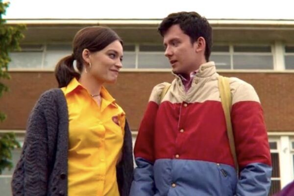 Emma Mackey e Asa Butterfield sono Maeve e Otis in Sex Education 2 credits Netflix