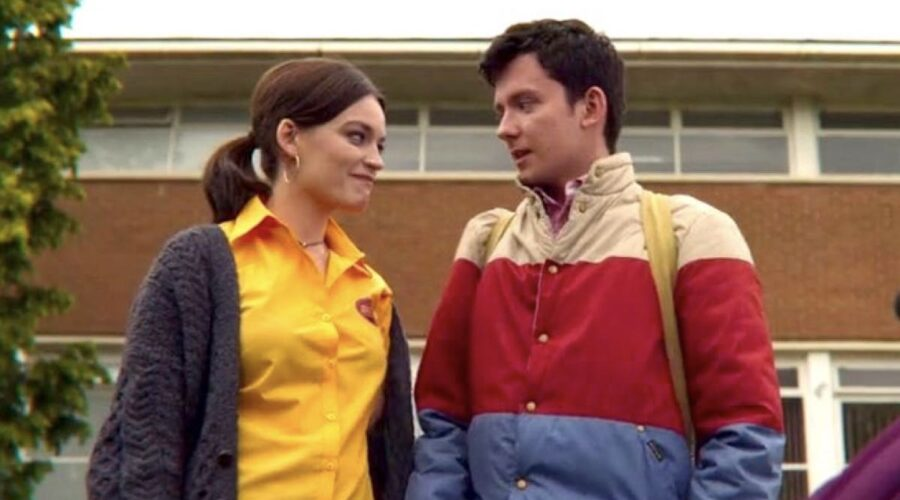 Emma Mackey e Asa Butterfield sono Maeve e Otis in Sex Education 2 credits Netflix
