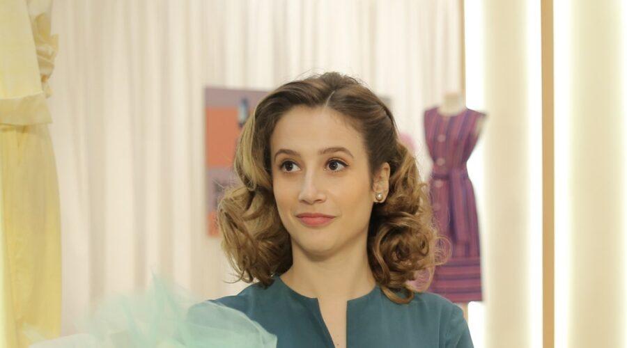 Mariavittoria Cozzella interpreta Dora Vianello ne Il Paradiso delle Signore, qui in una scena della stagione Daily 2 Credits P. Bruni e RAI