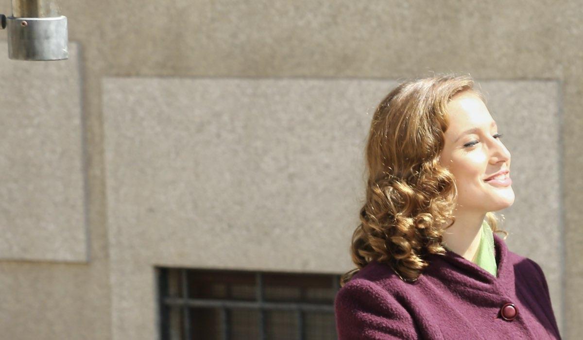 Mariavittoria Cozzella interpreta Dora Vianello ne Il Paradiso delle Signore, qui sul set della stagione Daily 2 Credits RAI