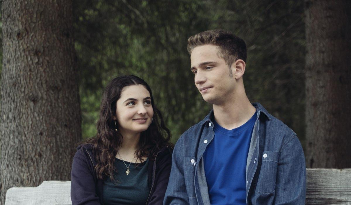 Vite in fuga Ilaria e Alessio diventati Matilde e Lorenzo interpretati da Tecla Insolia e Tobia De Angelis Credits RAI