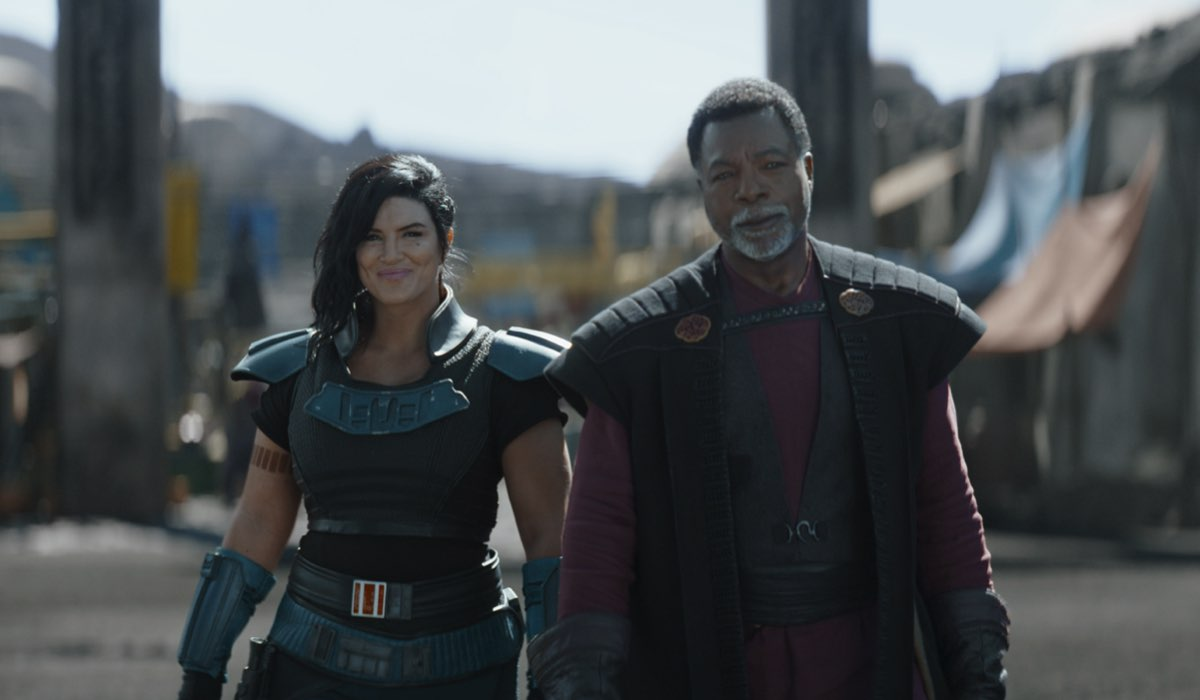 Da sinistra: Gina Carano (Cara Dune) e Carl Weathers (Greef Carga) nel quarto episodio di The Mandalorian 2. Credits: Lucasfilm e Disney Plus.