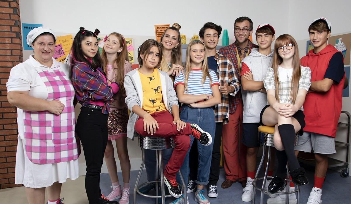 il cast di whatsanna con cloe romagnoli e carolina di domenico credits deakids