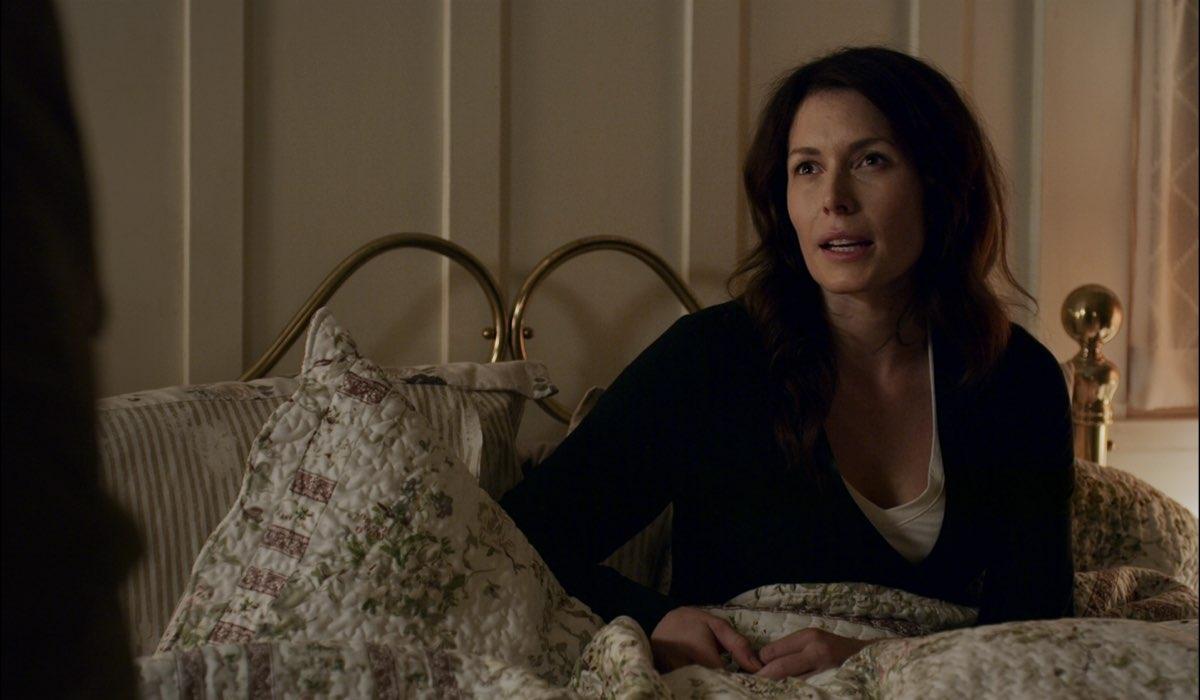 Lauren Hemmersley (Charmaine) in una scena di Virgin River 2. Credits: Netflix.