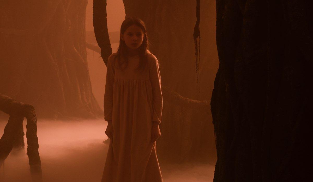 Astrid a nove anni (Viola Martinsen) in una scena di Equinox. Credits: Tine Harden/Netflix.