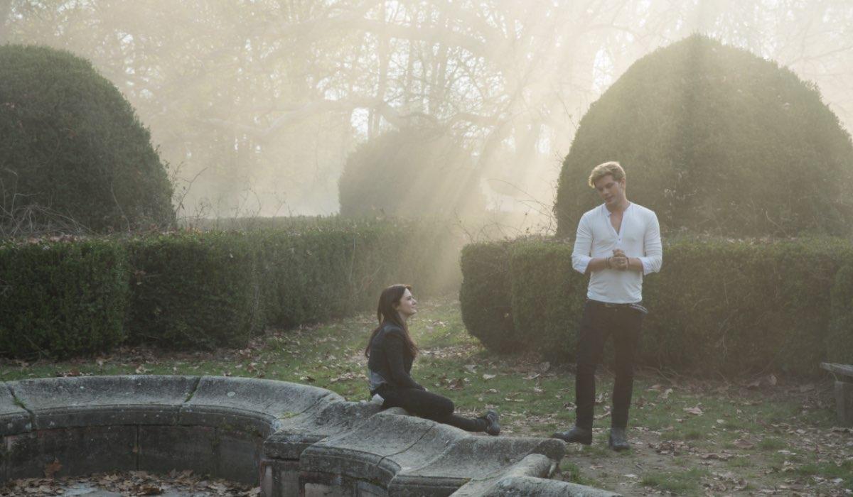 Addison Timlin E Jeremy Irvine In Una Scena Di Fallen Credits M2 Pictures E Mediaset