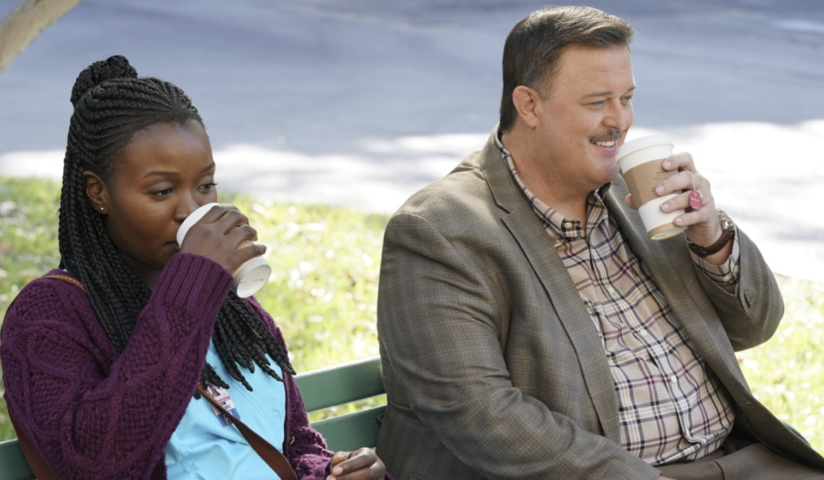 Bob Hearts Abishola Folake Olowofoyeku Nei Panni Di Abishola E Billy Gardell Interpreta Bob Credits Foto Di Warner Bros Entertainment Inc E Mediaset