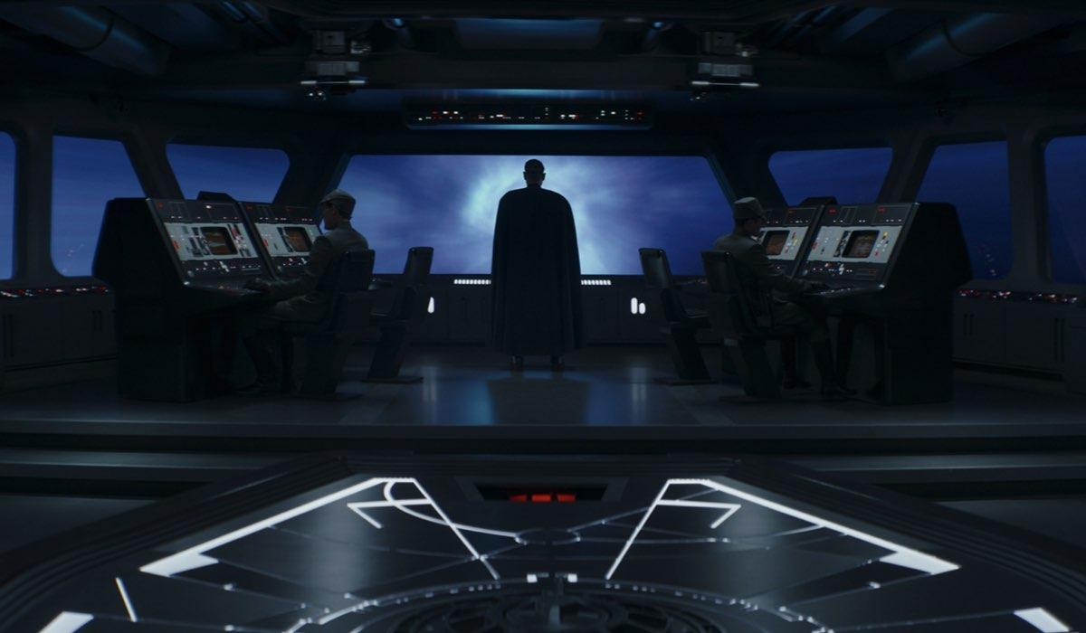 Moff Gideon (Giancarlo Esposito) sulla plancia di comando in una scena del Capitolo 16. Credits: Disney Plus/Lucasfilm.