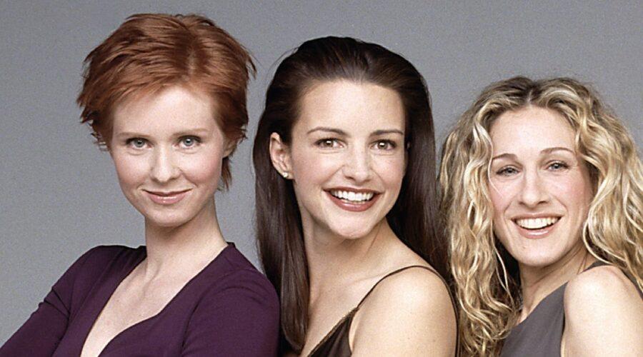 "Da sinistra: Cynthia Nixon, Kristin Davis e Sarah Jessica Parker in ""Sex and the City"". Credits: HBO via Sky Italia."