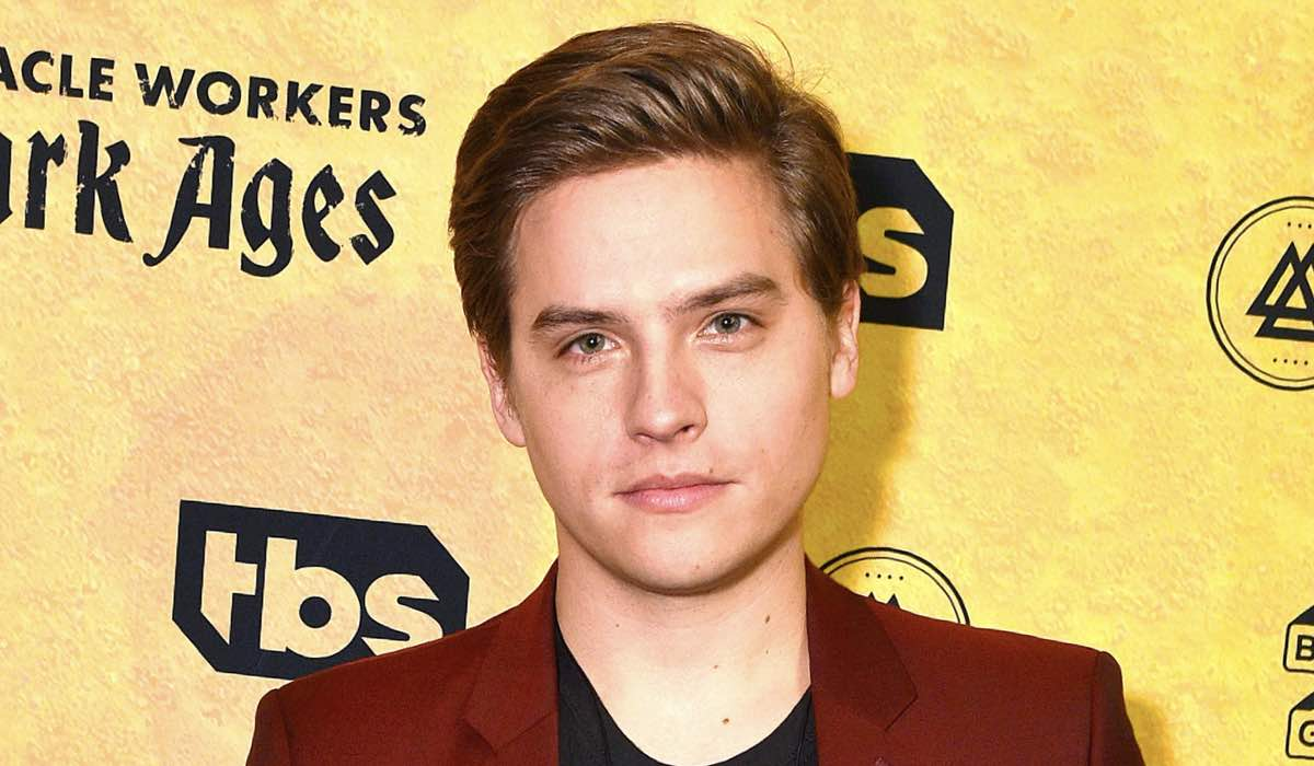 Dylan Sprouse Alla Premiere Di Miracle Workers: Dark Ages. Credits: Foto Di Bryan Bedder E Getty Images Per WarnerMedia