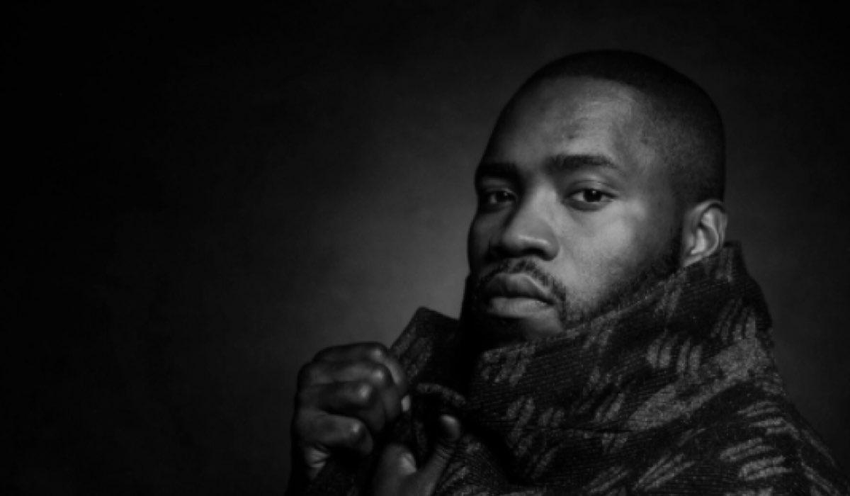 Foto dell'attore Martins Imhangbe Dal Suo Profilo Twitter Ufficiale