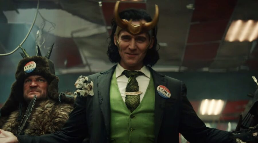 Tom Hiddleston nei panni di Loki in una scena della serie. Credits: Marvel Studios/Disney.