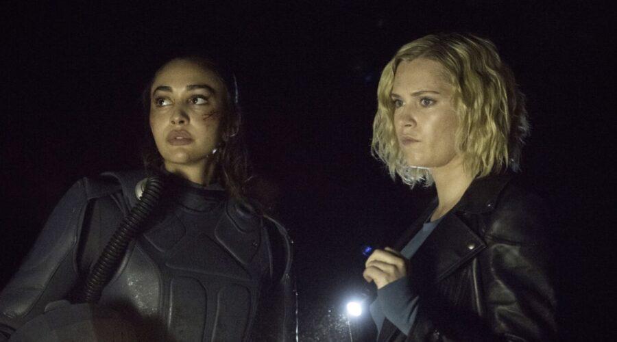 raven e clarke in una scena di the 100 7 credits mediaset