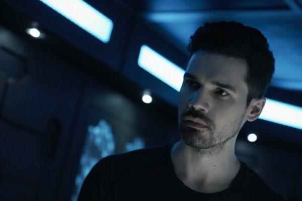 James Holden (Steven Strait) in una scena della stagione 5 di The Expanse. Credits: Amazon Prime Video.
