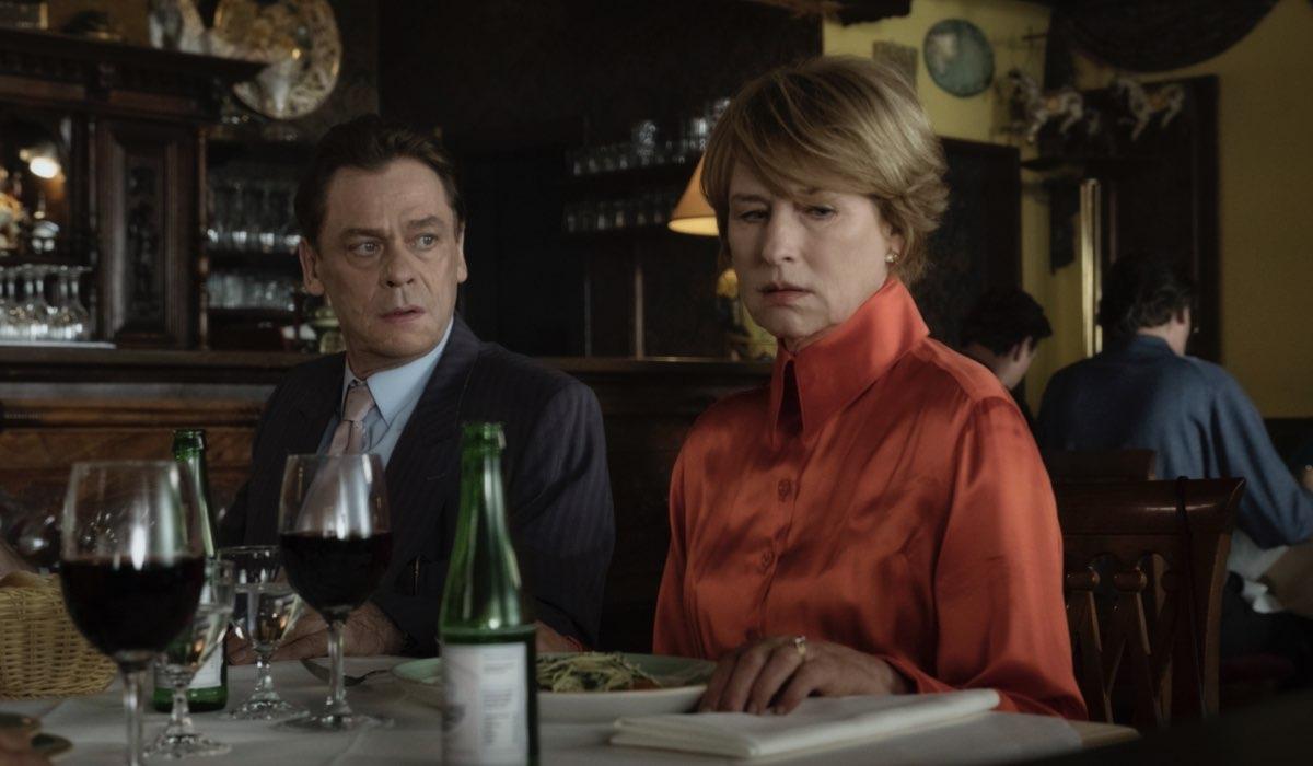 Da sinistra: Sylvester Groth e Corinna Harfouch in Deutschland 89. Credits: Sky e Fremantle.