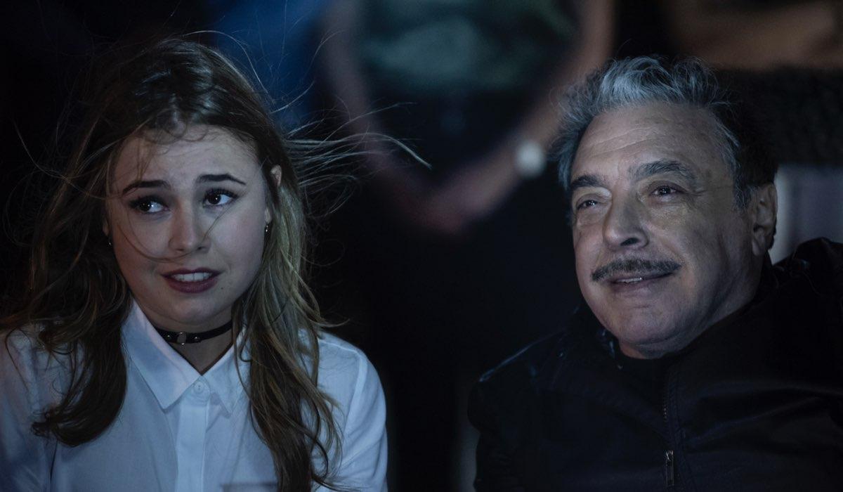 Una scena de Fratelli Caputo con Nino Frassica nei panni di Nino Credits Mediaset