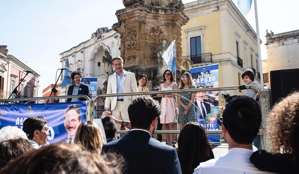 Una Scena De I Fratelli Caputo Con Cesare Bocci Credits Mediaset
