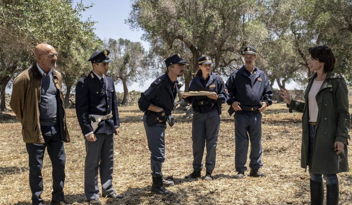 una scena della commedia cops una banda di poliziotti credits gianni fiorito e sky