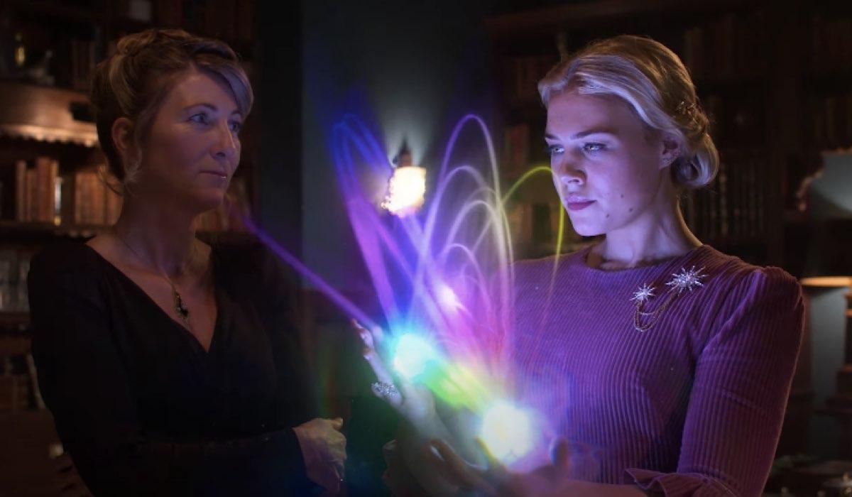 Da sinistra a destra: Eve Best (Farah Dowling) e Elisha Applebaum (Musa), Hannah van der Westhuysen (Stella). Credits: Netflix.