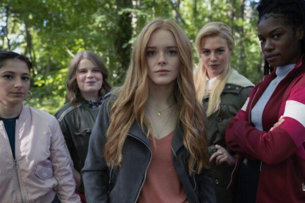 Da sinistra: Elisha Applebaum (Musa), Eliot Salt (Terra), Hannah van der Westhuysen (Stella), Abigail Cowen (Bloom), e Precious Mustapha (Aisha). Credits: Jonathan Hession/Netflix.