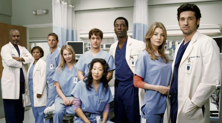 Il cast della prima stagione di Grey's Anatomy, nel catalogo di Star. Credits: Disney Plus.
