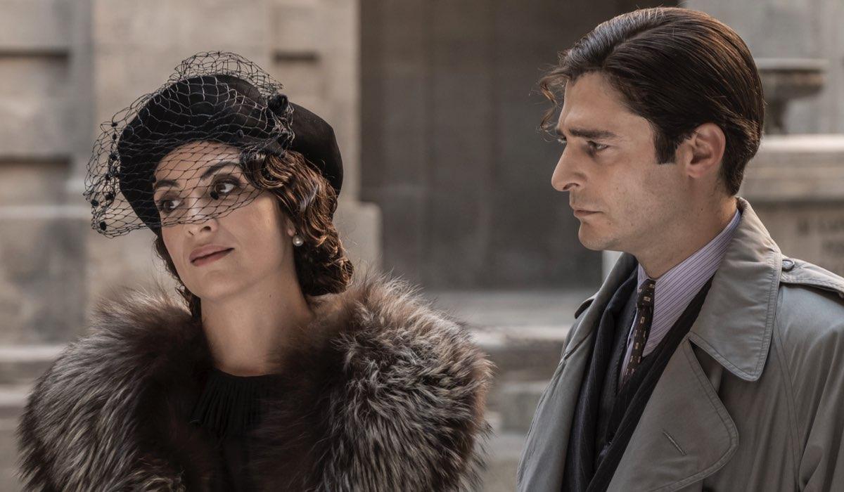 Il Commissario Ricciardi Con Serena Iansiti E Lino Guanciale Qui Nella Prima Puntata Credits Anna Camerlingo E Rai