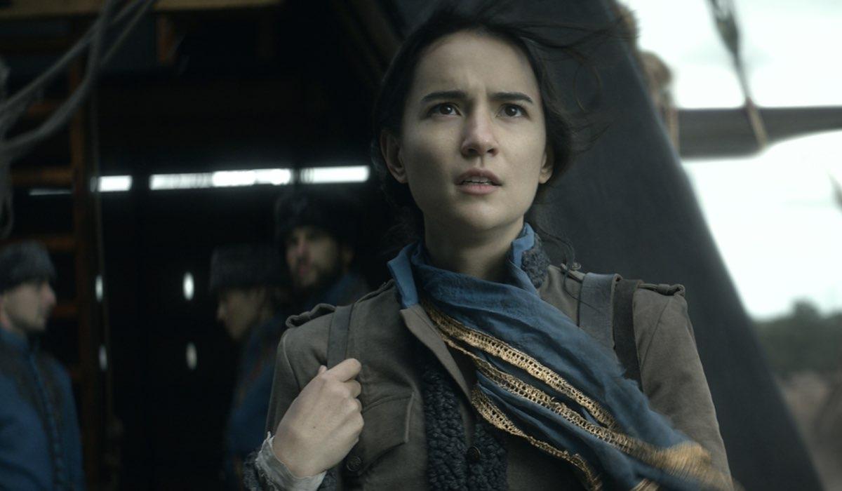 Jessie Mei Li nei panni di Alina in Tenebre e Ossa. Credits: David Appleby/Netflix.