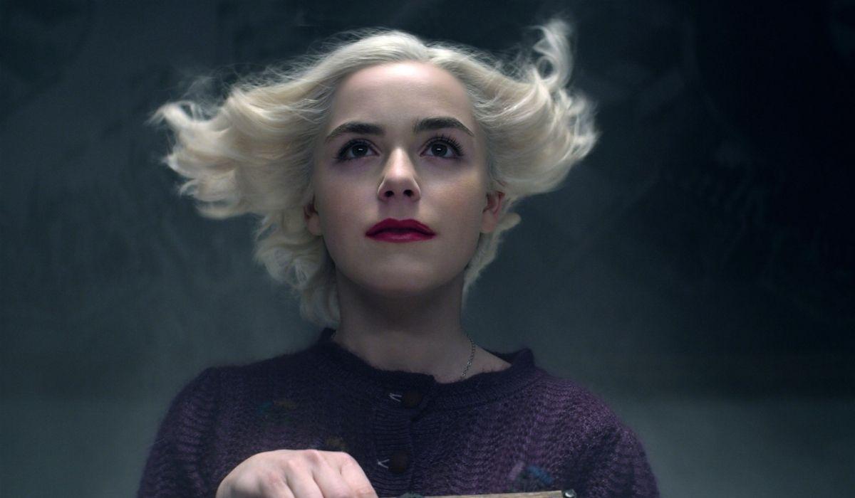 Kiernan Shipka nei panni di Sabrina Spellman. Credits: Netflix.