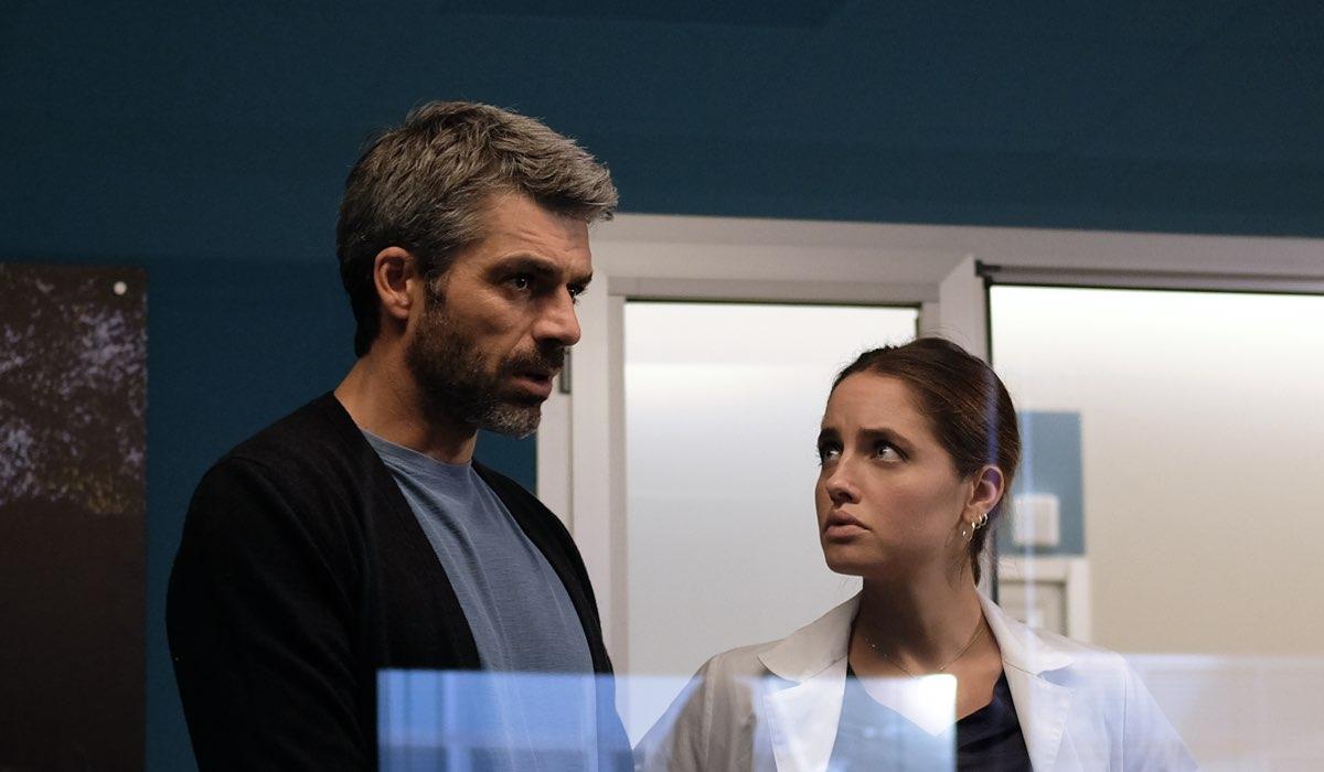 Luca Argentero e Matilde Gioli, qui in una scena di Doc - Nelle Tue Mani Nei Panni Di Andrea Fanti E Giulia Giordano Credits Rai